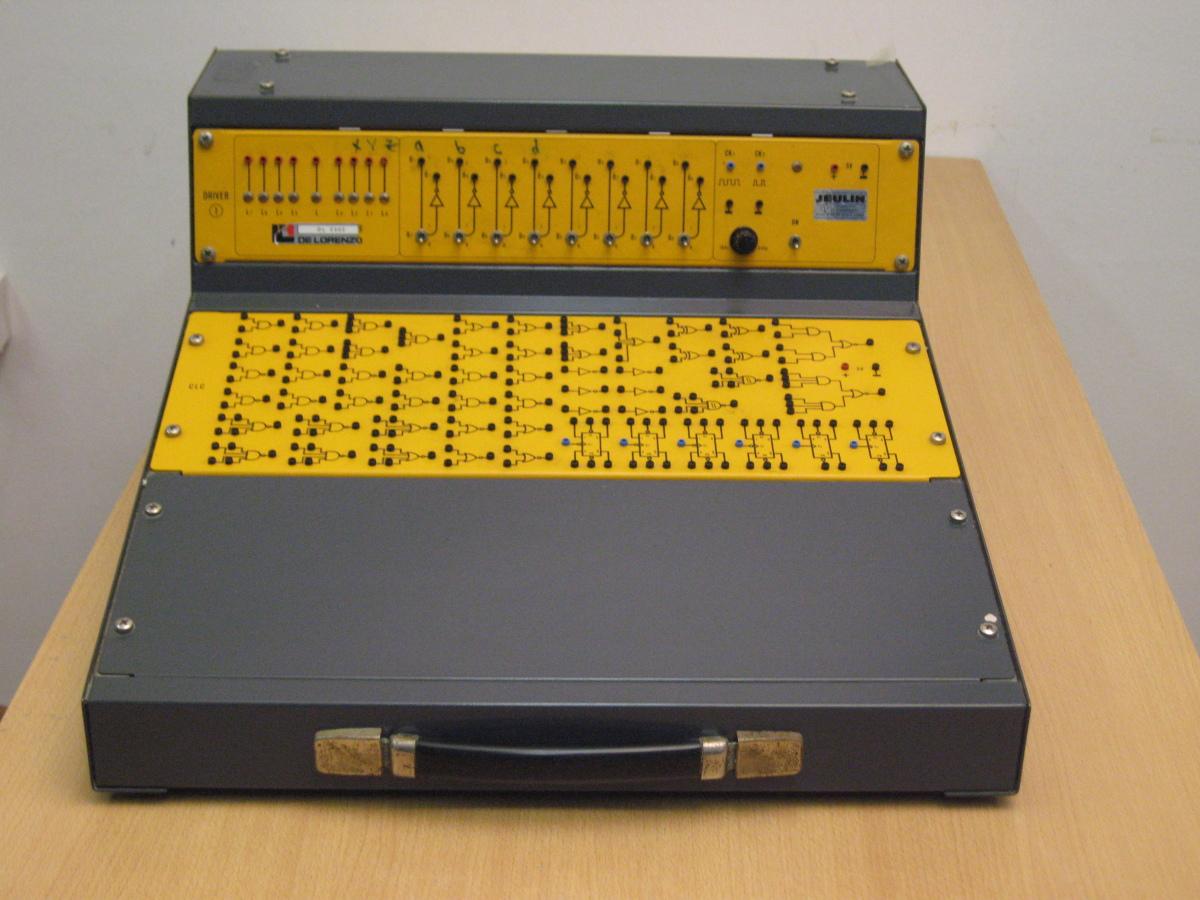 Simulateur logique mat riel for Fonctions logiques de base